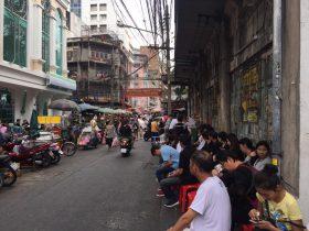 ローカルすぎて伝わらない(かもしれない)グルメ情報,ร้าน ข้าวแกง เจ๊กปุ้ย เยาวราช,タイ,バンコク,グルメ,郊外,タイ料理,カレーライス,タイカレー,ヤワラート,行列,Jeke Puey,ジェーク・プイ,屋台,ローカル