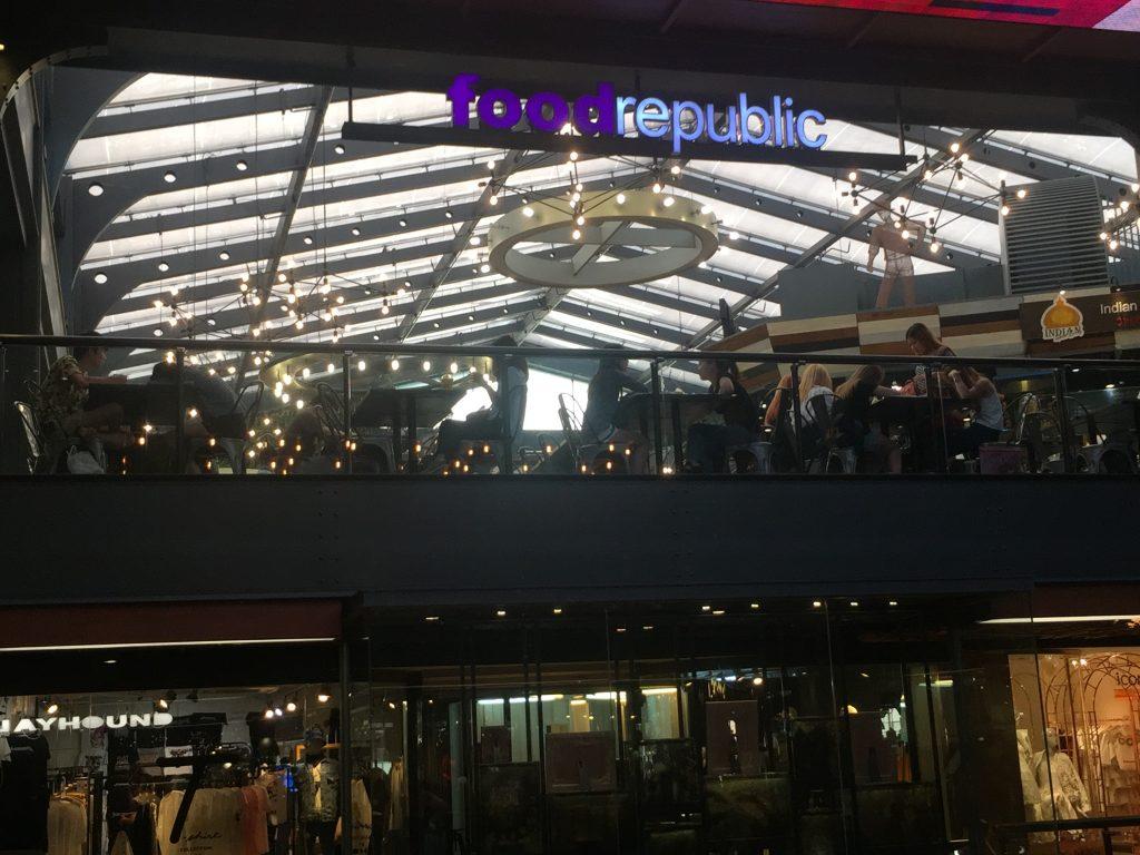 Siam Center,サイアムセンター,行き方,説明,タイ語,住所,ショッピングモール,ショッピング,買い物,タイの若者,人気