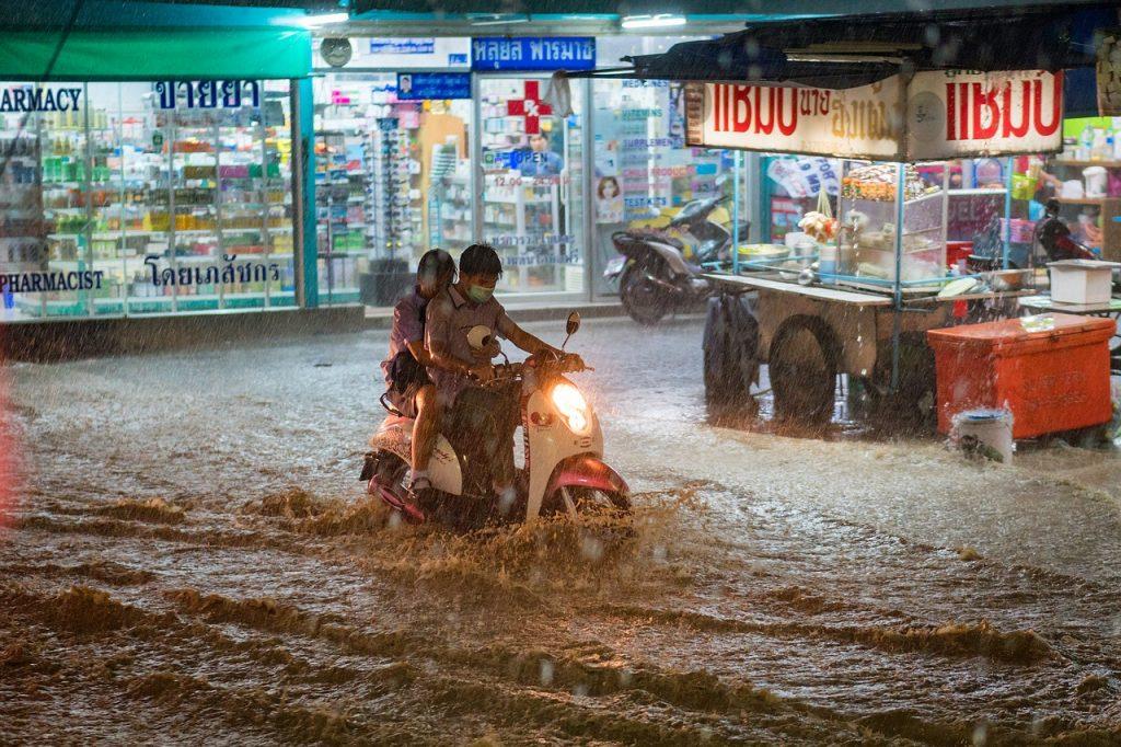 タイ,旅行,バンコク,季節,気候,2017年,雨季,スコール,大雨,ゲリラ,豪雨