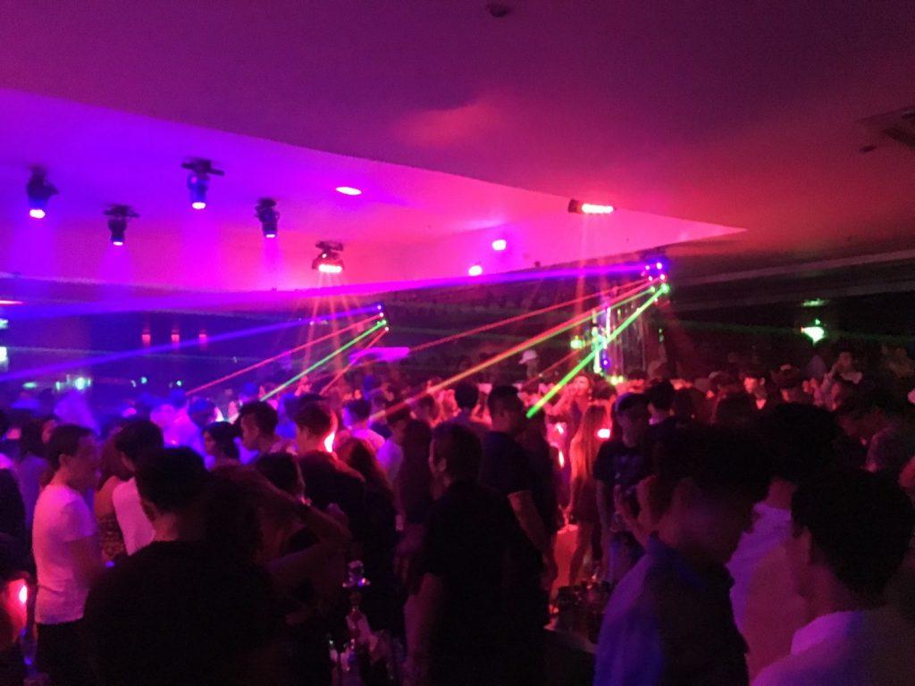タイ,バンコク,クラブ,ディスコ,スクラッチドッグ,ナイト,レジャー,観光,ウインザーホテル,スクンビット,アソーク,プロンポン,夜遊び,Scratch dog,Windsor Suites Hotel Bangkok
