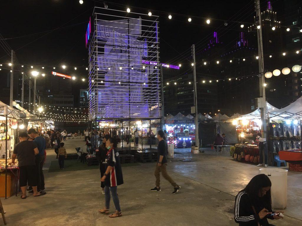 TALAD Neon,TALAD Neon Night Market,タラートネオン,タラート ネオン ナイトマーケット,タイ,バンコク,ナイトマーケット,市場,観光スポット,チットロム駅,ペップリ通り