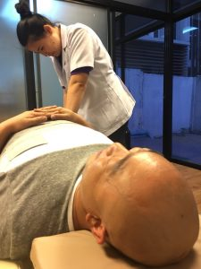 タイ,バンコク,整体,治療,肩凝り,腰痛,あおいニュートンクリニック,おすすめ,口コミ