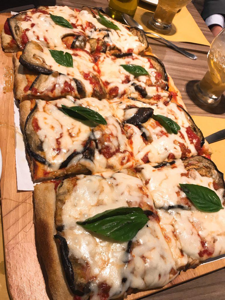 Pizza Pala Romana アソークのピザ